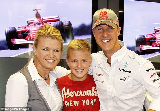 میک شوماخر روز یکشنبه با پیروزی در مسابقات فرمول دو، انتقالش در سال آینده به مسابقات فرمول یک را جشن گرفت. او فرزند مایکل شوماخر راننده افسانه ای آلمانی است