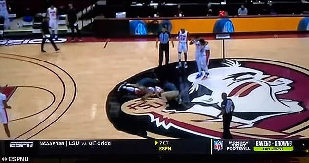 کیونتای جانسون ستاره بسکتبال یک تیم دانشگاهی فلوریدا گیتورز (Florida Gators) در ایالات متحده بعد از بیهوش شدن در میانه زمین به بیمارستان منتقل شده و اکنون در بخش مراقبت های ویژه تحت مراقبت شدید پزشکان است.