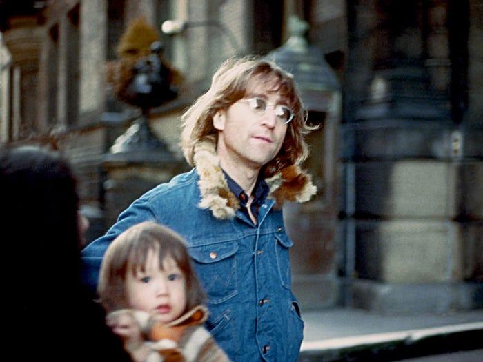 چهل سال پیش در غروب 8 دسامبر 1980، جان لنون عضو سابق گروه موسیقی بیتلز در خانه اش در نیویورک سیتی با ضربات گلوله به قتل رسید.