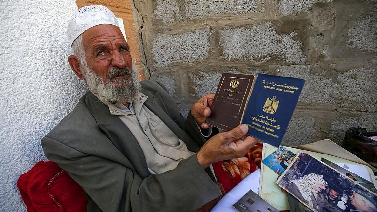 مردی ایرانی به نام محمد قاسم شیاسی معروف به ابوهاشم که محافظ یاسر عرفات رییس پیشین سازمان آزادی بخش فلسطین (فتح) بوده و از او به نام تنها شهروند ایرانی ساکن غزه نام برده می شود