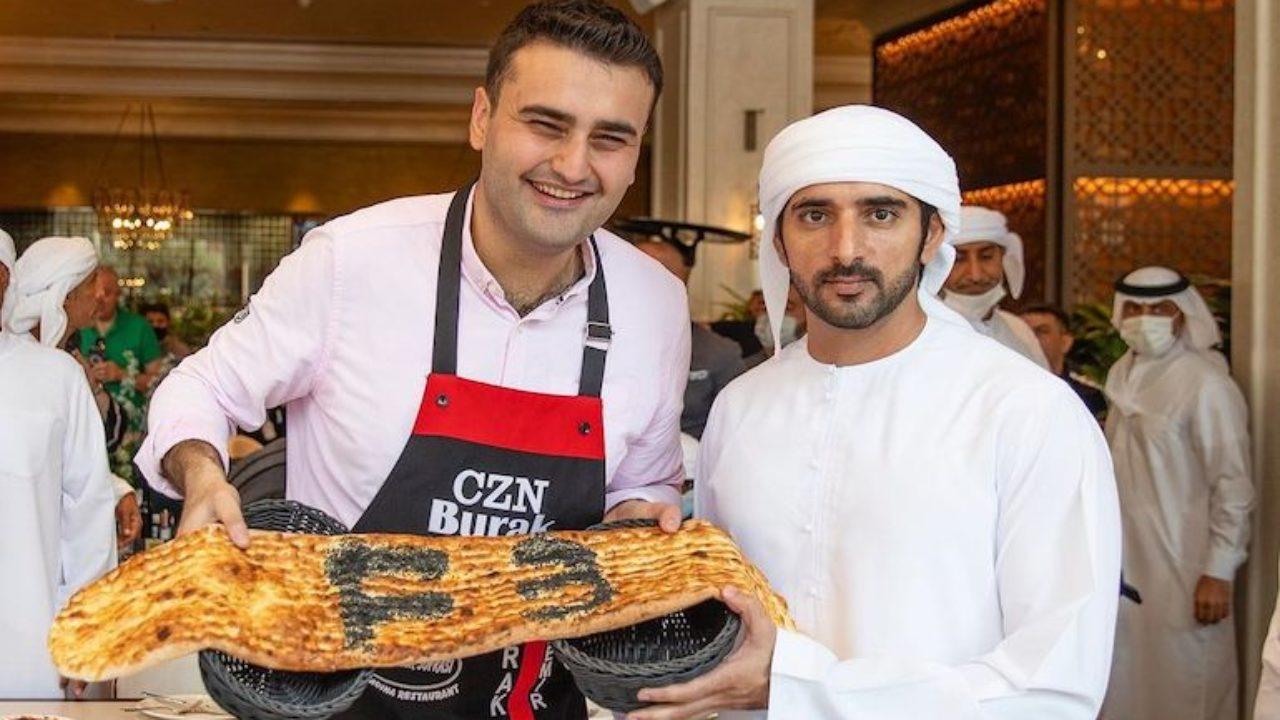 عکس هایی که کریستیانو رونالدو همراه با بوراک اوزدمیر ، سرآشپز معروف ترکیه ای، گرفته و در شبکه های اجتماعی منتشر شده میلیون ها بار لایک شده است.