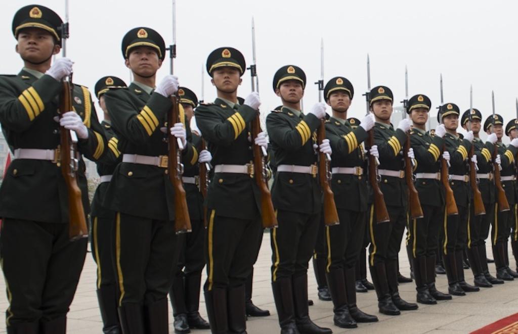 سرویس امنیتی ایالات متحده اعلام کرده که چین تست هایی را روی اعضای ارتش خود انجام داده که هدف از آن توسعه سربازهایی است که از لحاظ بیولوژیکی تقویت شده اند.