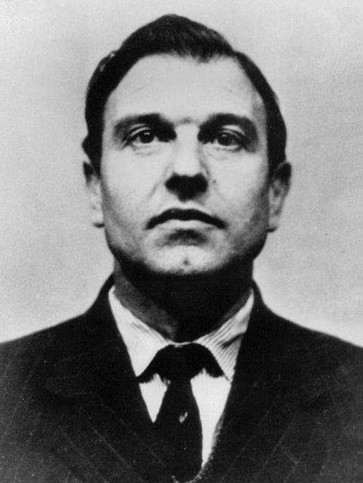جرج بلیک پیرترین خائن به بریتانیا که خود گفته است 600 جاسوس بریتانیا را لو داده است در سن 98 سالگی در مسکو درگذشت.