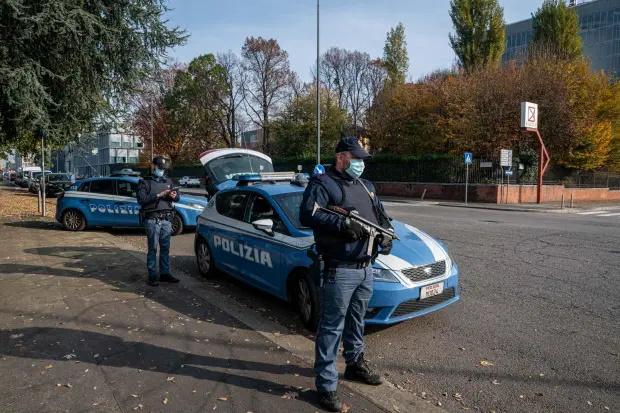 مردی در ایتالیا که بعد از دعوا با همسرش 448 کیلومتر پیاده رفت تا عصبانیتش فروکش کند، توسط پلیس به خاطر نقض قوانین مربوط به کرونا جریمه شد.