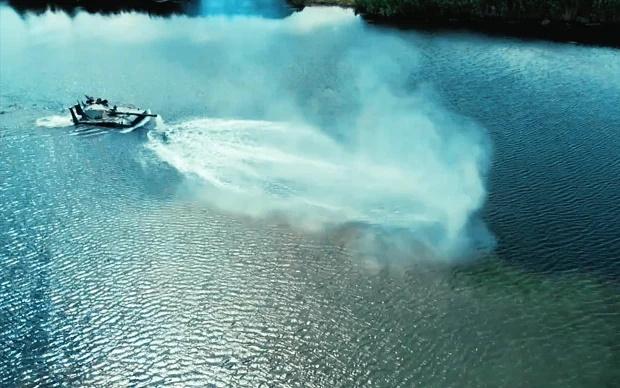 روسیه از یک تانک آبی خاکی «پرنده» رونمایی کرده که می تواند با استفاده از چتر پشت خطوط دشمن انداخته شده و به مدت 7 ساعت شنا کند.