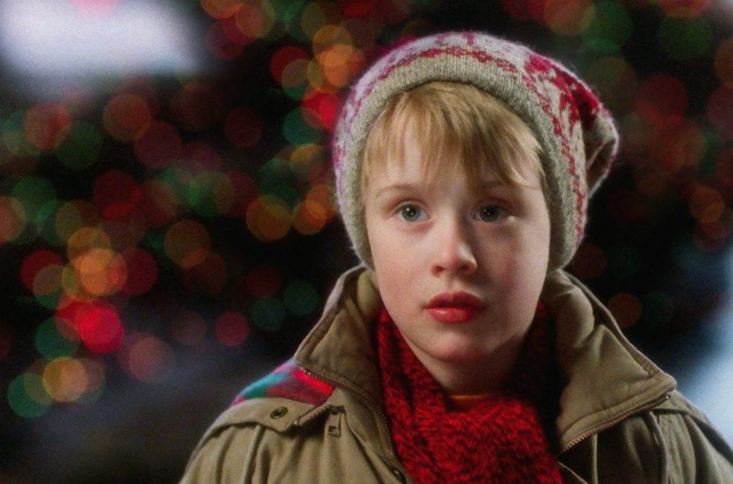 مهم نیست چند بار تماشایش کنید، یکی از بهترین لحظات در فیلم Home Alone زمانی است که ناگهان جان کندی (John Candy) در برابر دوربین ظاهر می شود.