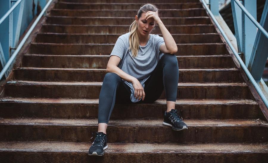 چرا هنگام بالا رفتن از پله ها از نفس می افتیم؟