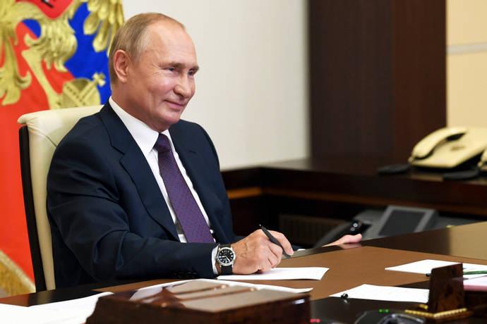 ولادیمیر پوتین رییس جمهور روسیه قانونی را امضا کرده که بعد از ترک کاخ کرملین، برای وی و خانواده اش مصونیت کامل قضایی را در پی خواهد داشت.