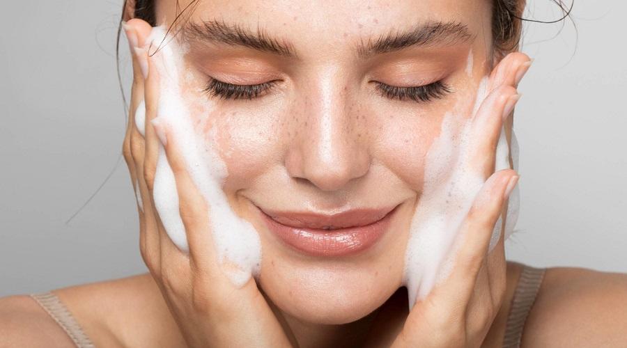 اگر فقط روزی یک بار صورت خود را بشوییم چه اتفاقی برای پوست مان می افتد؟