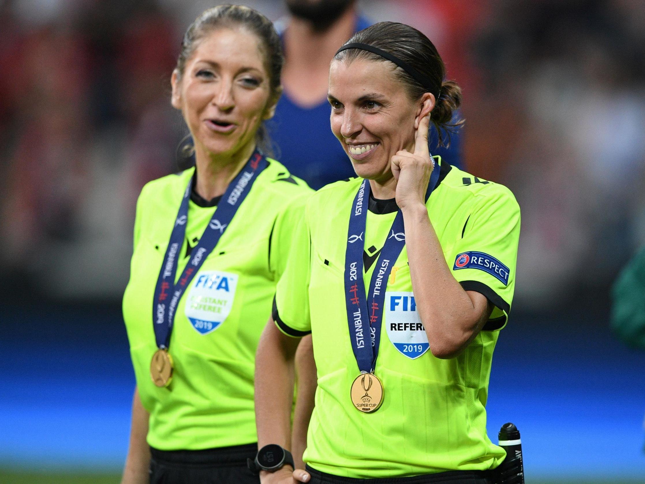 استفانی فراپارت ( Stephanie Frappart ) چهارشنبه شب گذشته تاریخ ساز شد زیرا او اولین داور زنی خواهد بود که یک دیدار لیگ قهرمانان اروپا در دسته مردان را داوری می کند.