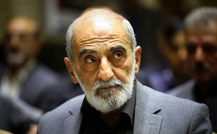 عزت الله ضرغامی و روزنامه کیهان به صحبت های آیت الله کاظم صدیقی در مورد چشم باز کردن آیت الله مصباح یزدی در غسالخانه واکنش نشان دادند.