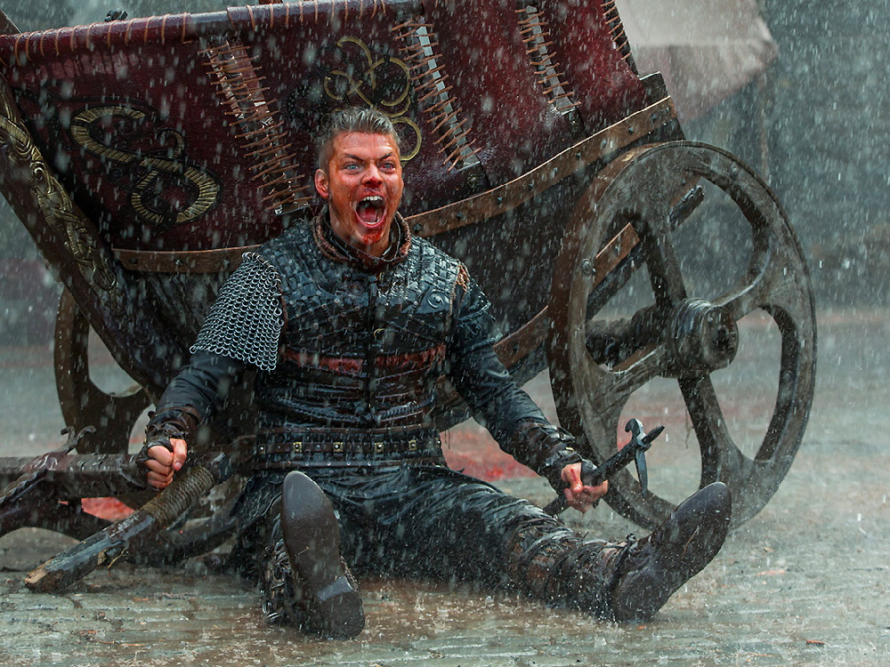 چرا چشمهای آبی «آیوار بی استخوان» در سریال Vikings پیش از نبرد ترسناک میشود؟