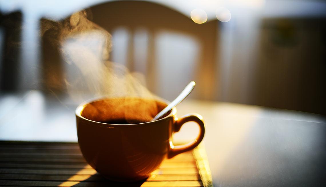در طول قرن هفدهم، نوشیدن قهوه با مجازات مرگ همراه می شد. در آن دوران، باور عمده بر این بود که قهوه اثراتی تکان دهنده بر مغز و ذهن انسان دارد