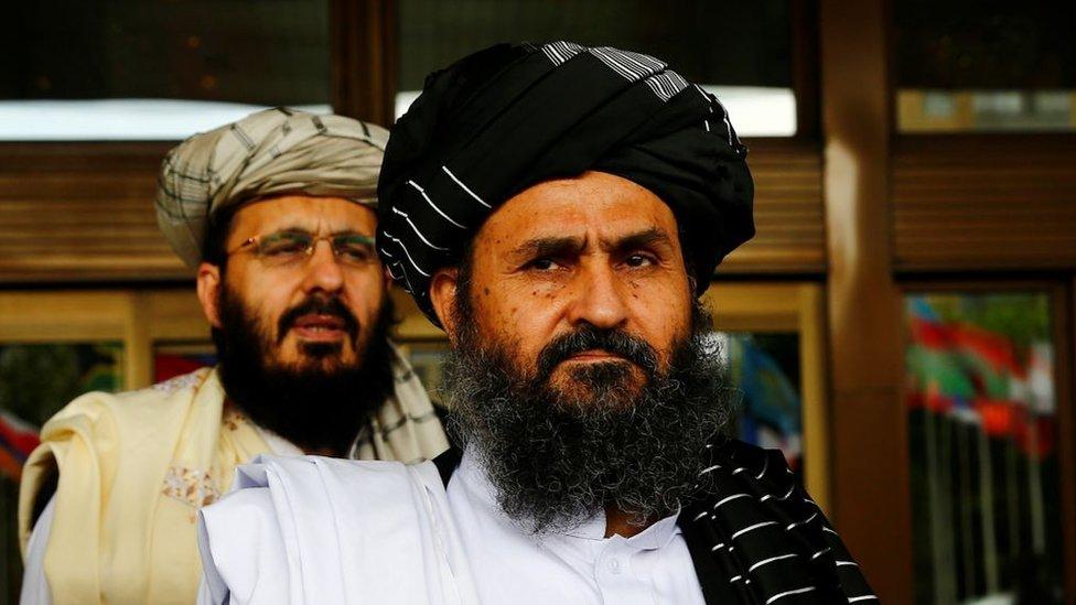رهبر طالبان مقامات ارشد این گروه شبه نظامی را از داشتن چندین زن منع کرده است زیرا چند همسری «بسیار هزینه بر بوده و انتقاد دشمنان را در پی دارد».