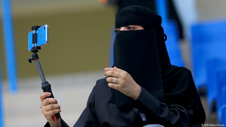 دختر جوان عربستانی به خاطر داشتن اسنپ چت توسط برادرانش کشته و در بیابان دفن شد