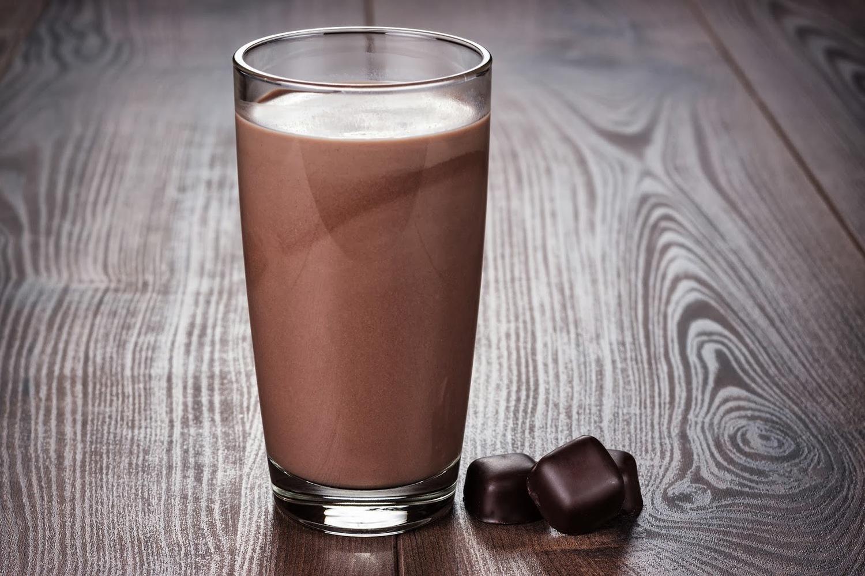 شیر شکلات که در گذشته به عنوان یک نوشیدنی مضر برای ورزشکاران شناخته می شد اکنون به عنوان یک غذای مفید ورزشکاری مورد توجه قرار گرفته و بهترین نوشیدنی برای افراد ورزشکار بعد از یک تمرین سخت است.