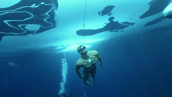 استیگ سورینسن با 202 متر، رکورد گینس در زمینه طولانی ترین شیرجه زیر آب با یک نفس و استفاده از باله در بخش مردان و در آب های آزاد را شکست
