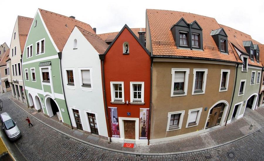 گشتی در کوچک ترین هتل دنیا در آلمان با تنها ۲ متر پهنا