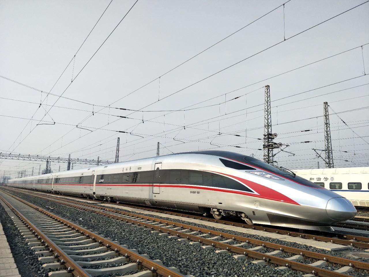 چین از یک قطار گلوله ای سریع السیر جدید به نام CR400AF-G رونمایی کرده که می تواند به سرعت 350 کیلومتر در ساعت در دمای تا 40 درجه زیر صفر برسد