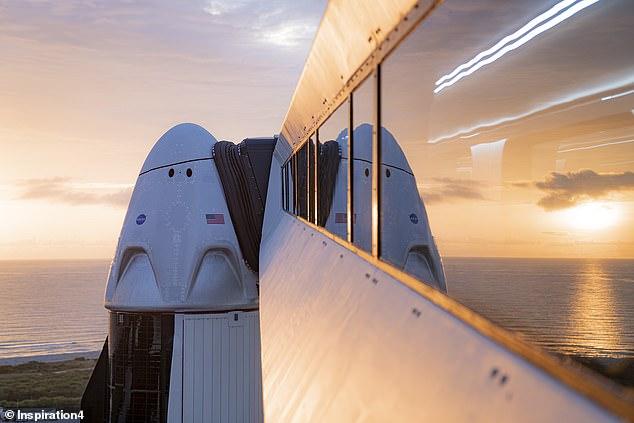 یک میلیاردر آمریکایی تمام پرواز سفینه SpaceX را خریداری کرده و قصد دارد سه نفر را نیز همراه خود در سال جاری به این سفر دور دنیا ببرد.
