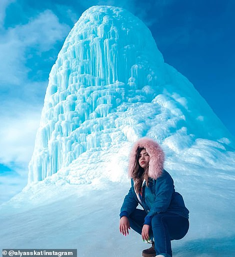 قزاقستان با لایه ای ضخیم از برف و یخ پوشیده شده اما این شرایط نیز باعث نشده که هزاران نفر از مردم به دیدن «آتشفشان یخی» نروند.