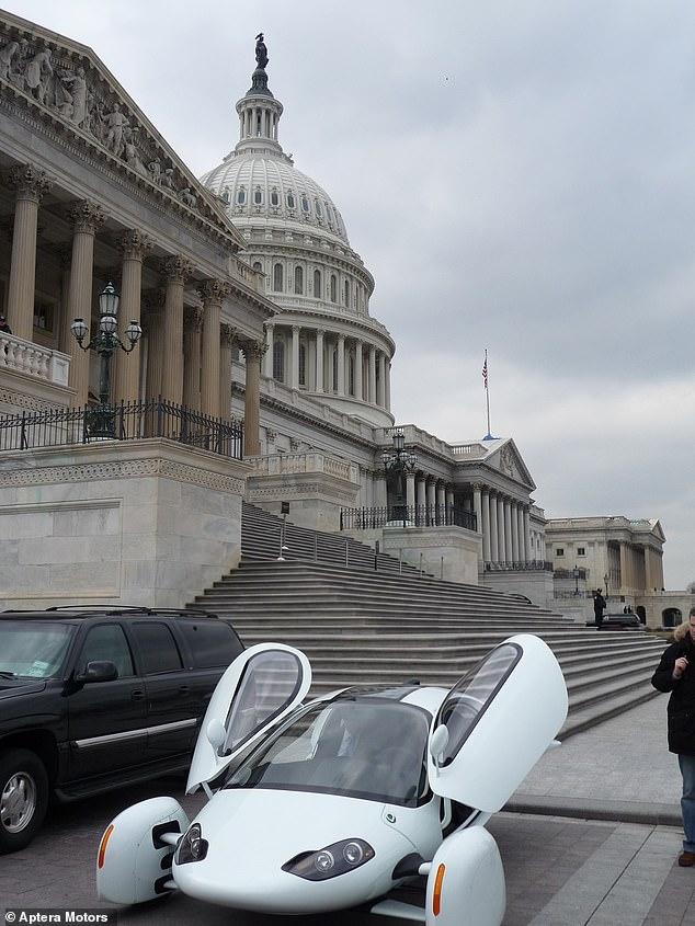 بر اساس گزارش ها، کمپانی Aptera Motors قصد دارد تا پایان سال جاری میلادی، اولین خودرو خورشیدی با تولید انبوه را روانه بازار نماید.