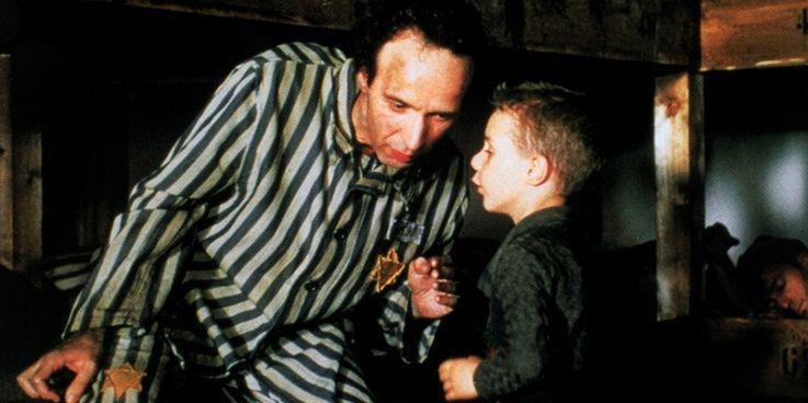 فیلم Parasite در اسکار نود و دوم تاریخ ساز شده و به اولین فیلم غیرانگلیسی زبان تبدیل شد که جایزه بهترین فیلم سال را بدست می آورد.