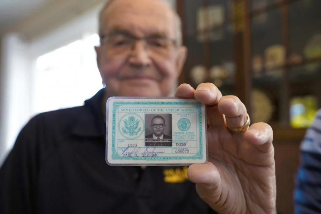 کیف پول گمشده سرباز آمریکایی در قطب جنوب پس از ۵۳ سال به او بازگردانده شد
