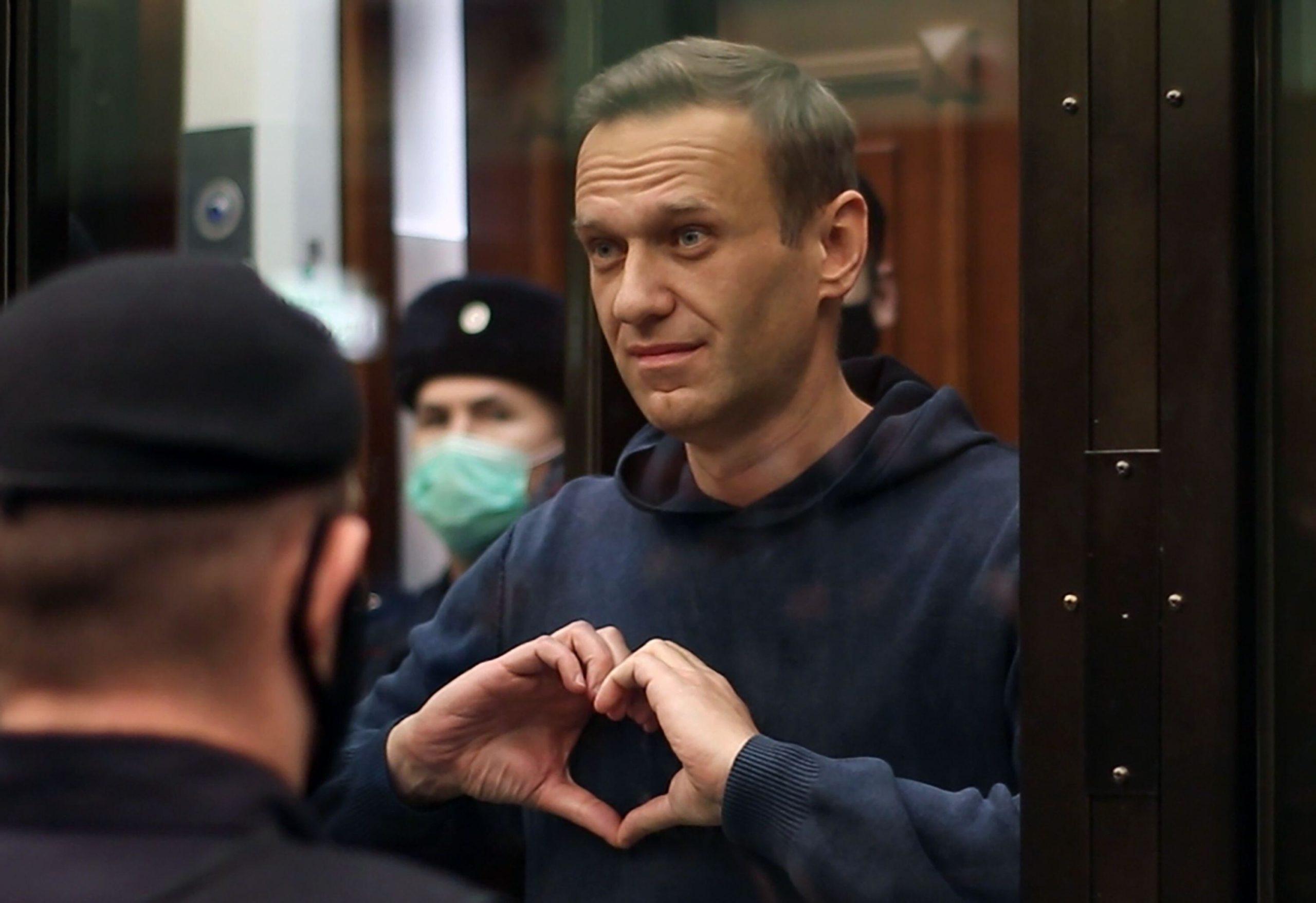 در شرایطی که اعتراضات در روسیه ادامه دارد، برخی مدعی شده اند ولادیمیر پوتین از داشتن سرنوشتی شبیه معمر قذافی دیکتاتور سابق لیبی بیم دارد.