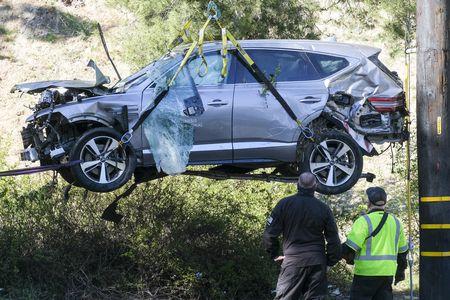 در یک سانحه رانندگی بسیار ترسناک که با خارج شدن خودرو از مسیر همراه بود، تایگر وودز به دلیل جراحت های مختلف در ناحیه پا روانه بیمارستان شد