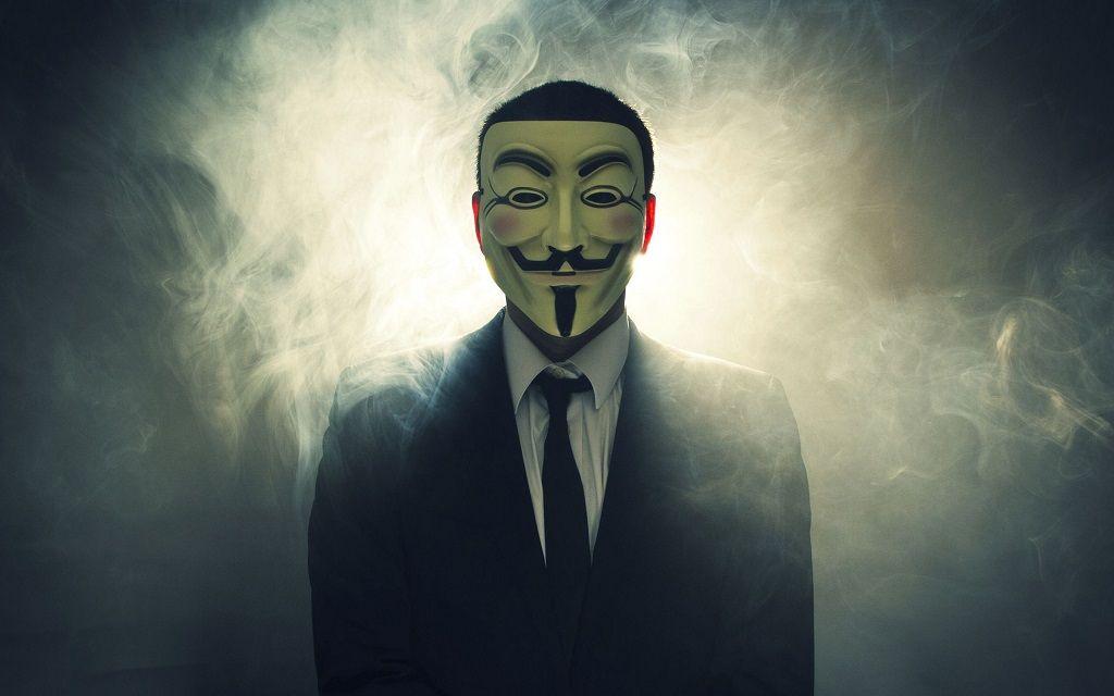 ساتوشی ناکاموتو (Satoshi Nakamoto) اسم مستعاری برای یک نفر یا یک تیم است که آن را عامل ابداع بیت کوین می دانند.