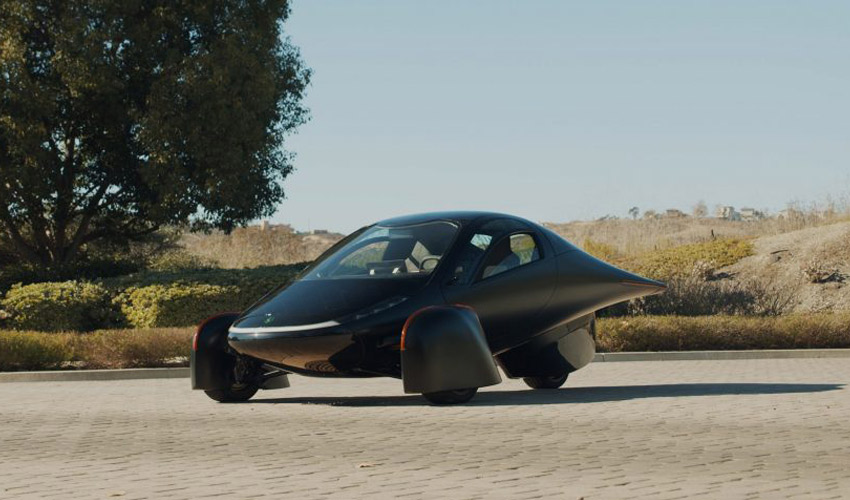 اولین خودرو خورشیدی انبوه سازی شده با قیمت ۲۵,۹۰۰ دلار و کارآمدتر از تسلا + ویدیو
