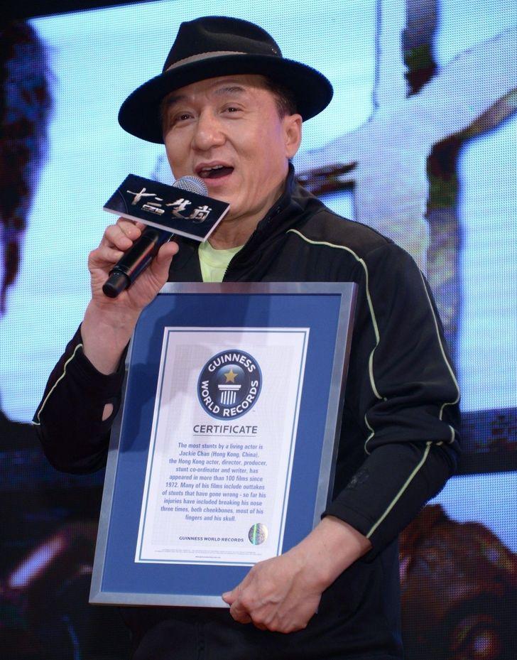 در ادامه این مطلب می خواهیم شما را با برخی سلبریتی های مشهوری آشنا کنیم که در کتاب رکوردهای گینس دارای رکورد و عنوان خاص خود هستند.