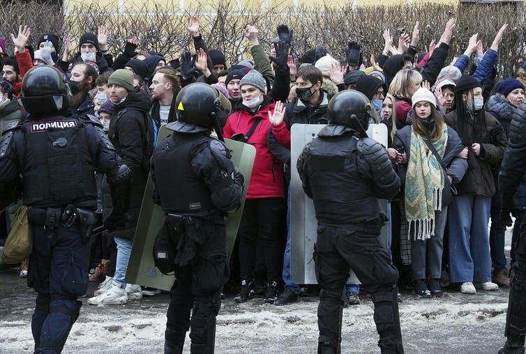 الکسی ناوالنی توانسته برای اولین بار ولادیمیر پوتین را از جایگاه محبوب ترین و پربحث ترین شخصیت سیاسی در روسیه پایین بکشد.