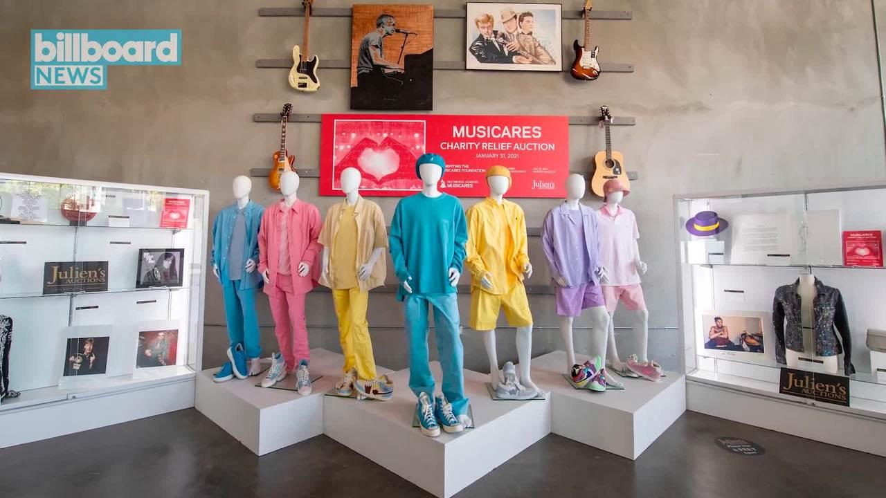 لباس های رنگی که گروه BTS در موزیک ویدیو پرفروش و رکورد شکن خود با عنوان Dynamite پوشیده بودند در یک حراجی به قیمت 162,500 دلار به فروش رسید