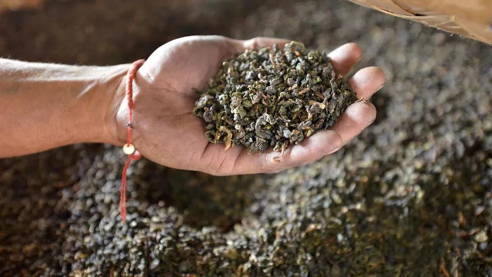 چیزی در مورد مزه خاص چای وجود دارد که باعث شده بریتانیایی ها تا به این حد عاشق این نوشیدنی بوده و سالانه بیش از 60 میلیارد فنجان چای بنوشند.