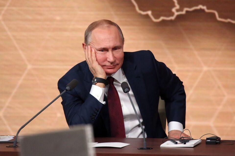 نویسنده روسی: ولادیمیر پوتین هر روز ویدیو دستگیری و قتل معمر قذافی را تماشا میکند