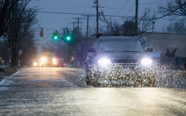 در حالی که شاید به نظر برسد رانندگی در برف سبک چیزی است که نباید نگرانی ایجاد کند اما نباید مشکلاتی که ایجاد می کند را دستکم بگیرید.