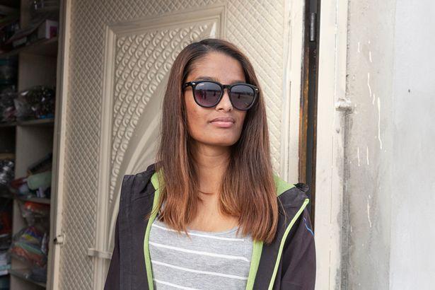 شمیمه بیگم 21 ساله که متولد بریتانیاست، بعد از کشف حجابش موافقت کرد که از او عکس گرفته شود اما از مصاحبه کردن در این مورد امتناع کرد.