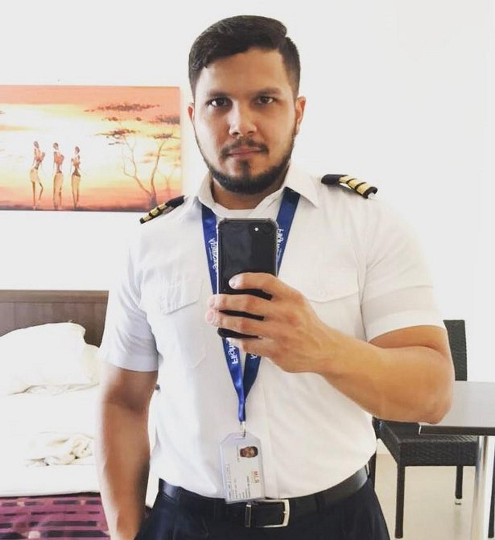 یک خلبان که هواپیمایش در جنگل آمازون سقوط کرد. پس از 36 روز پیدا سر کردن با تکه نانی توانست زنده بماند و نجات یابد