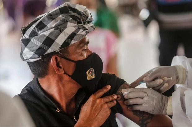 چین آماده است تا مرزهایش را به روی شهروندان خارجی باز کند اما تنها در این صورت که واکسن کرونای چینی تزریق کنند.