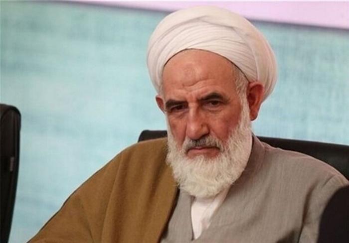امام جمعه کاشان: حضور مختلط زن و مرد در ادارات اسلامی نیست