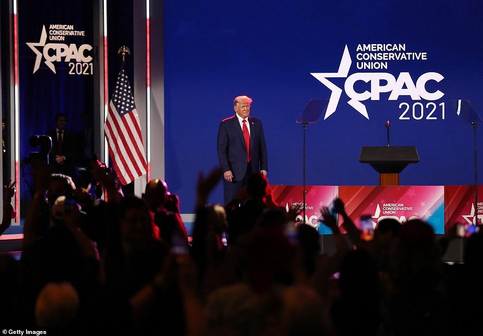 دونالد ترامپ در اولین سخنرانی بزرگ خود در کنفرانس سیاسی محافظه کاران موسوم به CPAC گفت که «بازگشتی پیروزمندانه به کاخ سفید» خواهد داشت