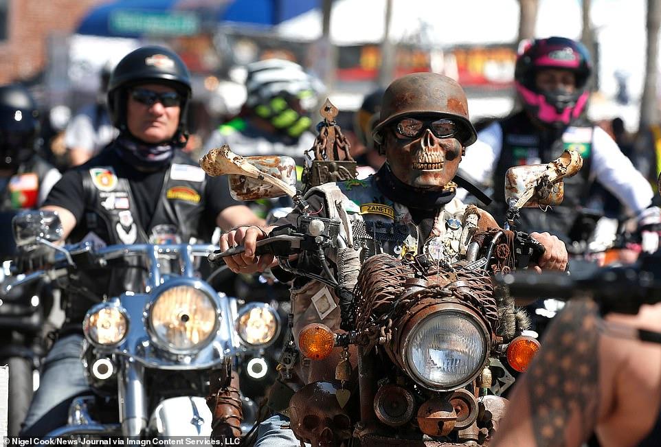 جشنواره یک هفتهای موتورسواری در دیتونا بیچ با صدها هزار موتورسوار و بدون ماسک + ویدیو