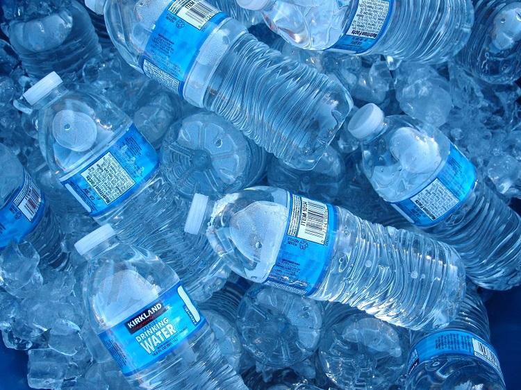 آیا آب معدنی واقعاً تاریخ انقضا دارد؟