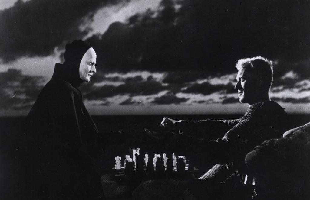 فیلم های تامل برانگیز معمولاً فیلم فلسفی نام می گیرند زیرا سوالاتی بنیادین را مطرح می کنند که همه تصورات ما از زندگی را زیر و رو می کنند.