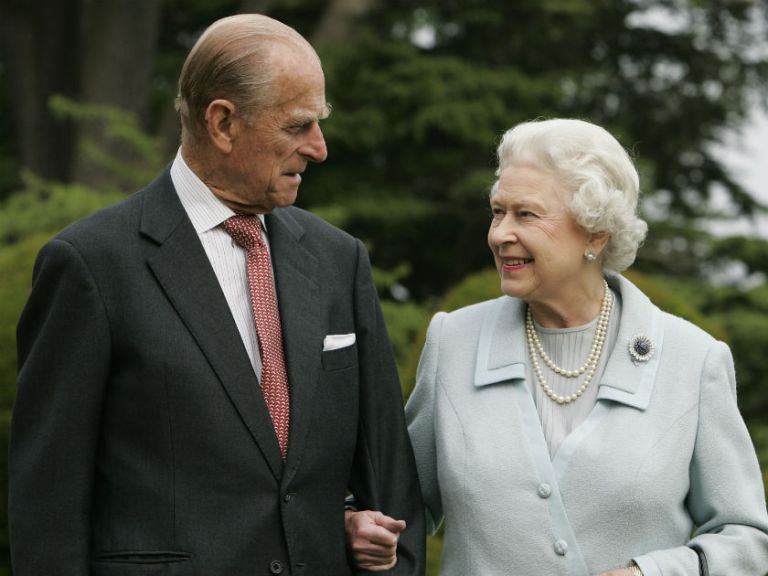 شاهزاده فیلیپ، دوک ادینبرو بعد از یک ماه بیمارستان را ترک کرده و گفته می شود در شرایط خوبی قرار دارد.