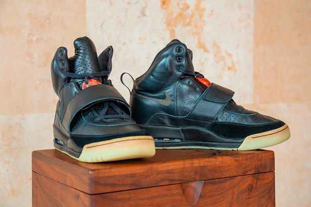 وقتی اولین جفت از کفش های برند کفش ورزشی کانیه وست در حراجی فروخته شود، ممکن است رکورد گرانقیمت ترین کفش ورزشی جهان شکسته شود.