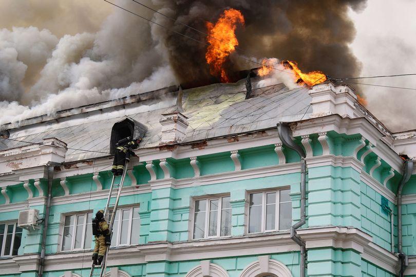 انجام موفقیت آمیز جراحی قلب باز در روسیه با وجود آتش سوزی گسترده در سقف بیمارستان