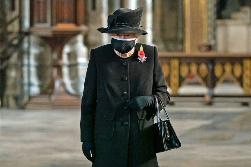 ملکه بریتانیا به احتمال فراوان در روز مراسم تدفین شاهزاده فیلیپ تنها خواهد بود و این موضوع به دلیل قوانین سختگیرانه مربوط به شیوع کرونا در این کشور است.